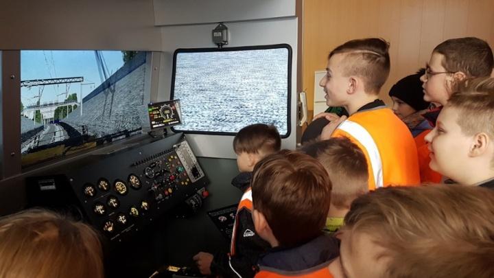 «Внимание — дети!»: ярославские железнодорожники проводят месячник безопасности