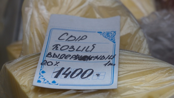 Сыр со вкусом молока и чага за 300: чем торгуют во дворце спорта после Маргаритинки
