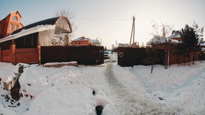 Забор вместо дороги: на Ставропольской неизвестные преградили дорогу машинам