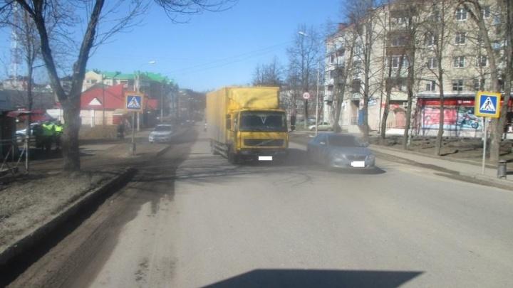 В Ярославской области грузовик сбил на переходе 14-летнюю девочку