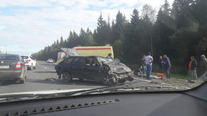 На выезде из Ярославля разбились два ВАЗа: шестеро в реанимации