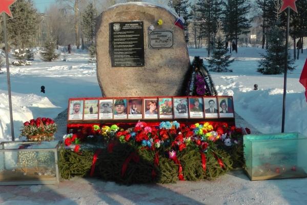 15 февраля североонежцы почтили память погибших в Афганистане, Чечне и других военных конфликтах. Первый на стенде — Евгений Аликов, убитый в Сирии
