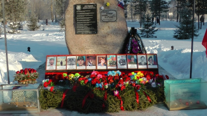 Пять миллионов, медали и гроб: в Североонежске мать оплакивает незаметно погибшего в Сирии сына