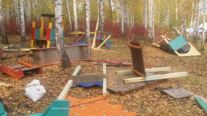 Вандалы разрушили детскую площадку в Первомайском районе Ростова