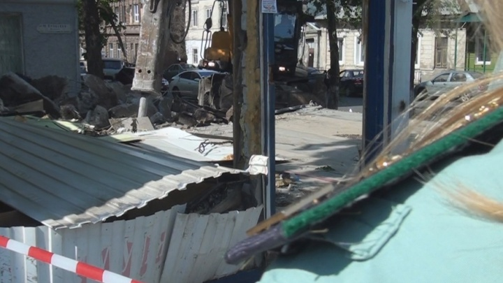 В Самаре снесли незаконный магазин у Хлебной площади