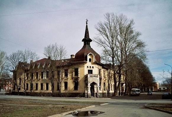 Жилой дом со службами и садом (г. Кронштадт, Пролетарская ул., д. 30)