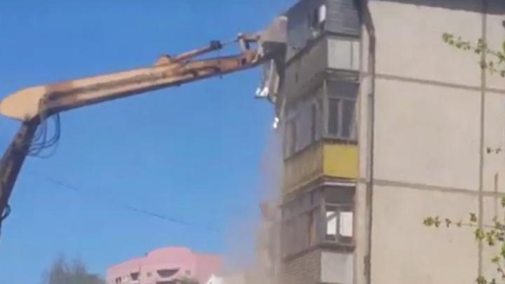 Появилось видео, как сносят взорвавшийся в Ярославле дом