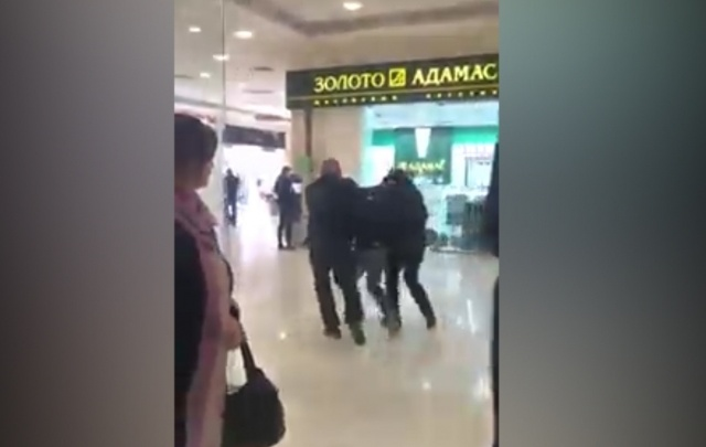 «Миссия провалена»: ростовчане обсуждают видео кражи духов в торговом центре