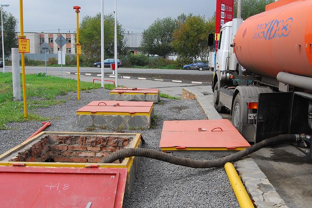 Нередко топливо загрязняется по пути к АЗС или вследствие нерегулярной чистки емкостей