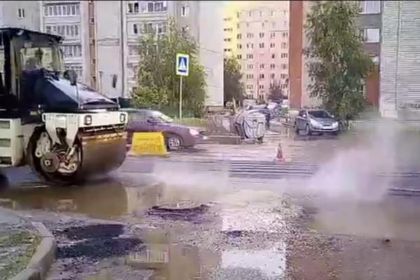 На Серго Орджоникидзе асфальт закатали в лужу