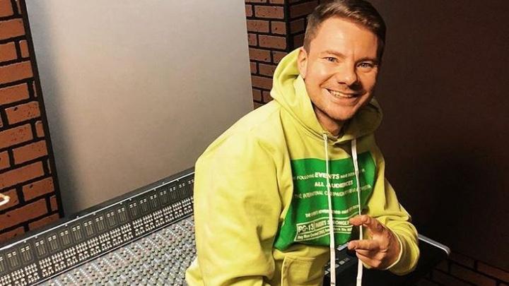 «Он не может говорить, челюсть сломана в двух местах»: пресс-атташе DJ Smash рассказала о его здоровье