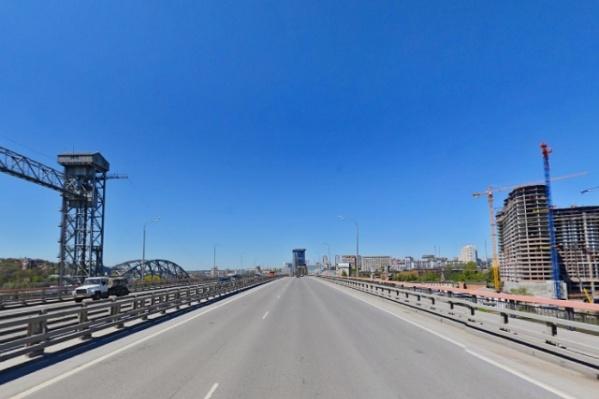 Все работы на мосту должны быть выполнены до 15 декабря