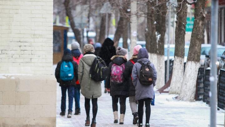 «Пошел вон, бестолочь!»: в Ростове не подготовленный к уроку семиклассник вывел учителя из себя
