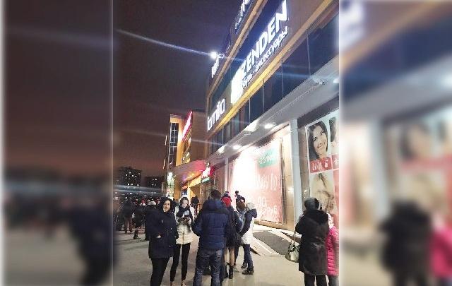 Анонимные угрозы обернулись массовой эвакуацией из тюменских торговых центров: хроника одного вечера