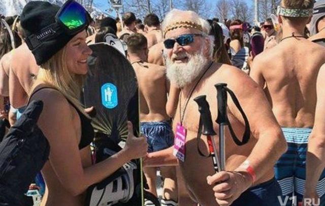Волжанка приняла участие в рекордном спуске в купальниках по снегу в Сочи
