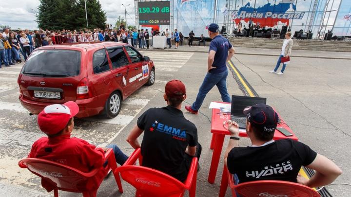 Волгоградскую набережную прокачали участники чемпионата по автозвуку