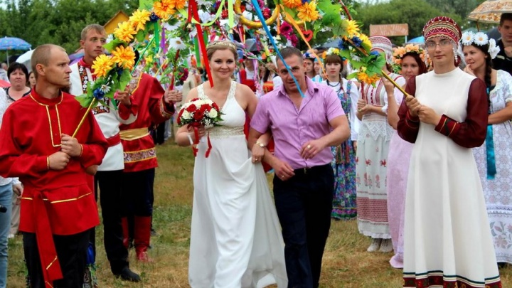 Парад колясок, кабриолетов и невест: Волгоград отметит День семьи, любви и верности