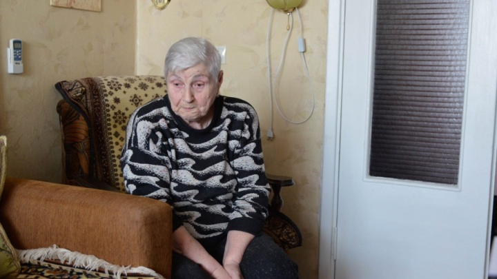В Волгограде 83-летнюю женщину-ветерана выбрасывают на улицу из собственной квартиры
