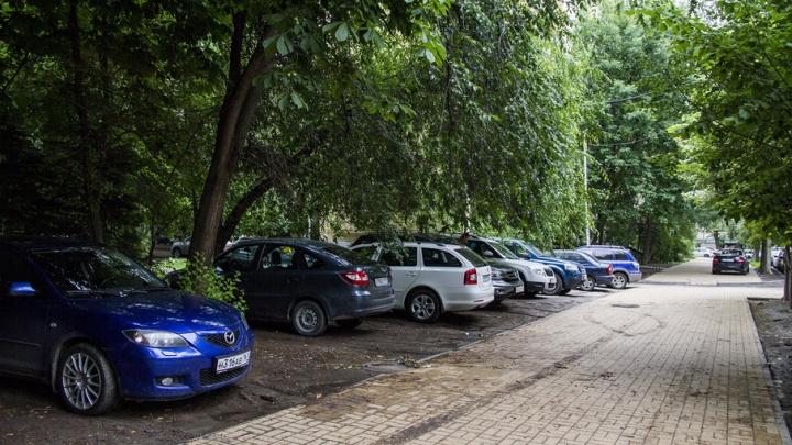 «Паркуюсь как чудак»: продолжаем фотоподборки о ростовском хамстве