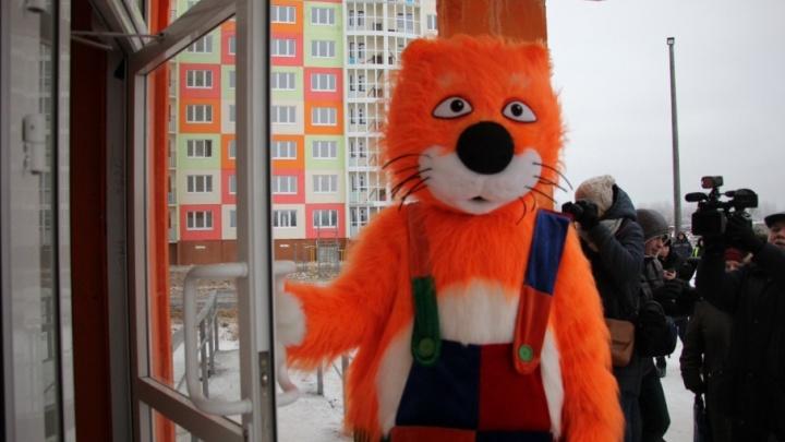 «Счастье должно приходить быстро»: в Архангельске 15 новоселов получили ключи от квартир в соцдоме
