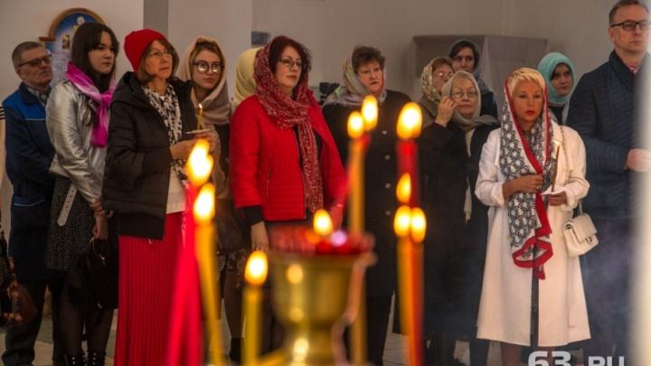 «Они живы, пока мы их помним»: в Самаре почтили память умерших сотрудников СМИ