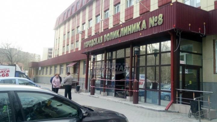 Тюменка на KIA Picanto въехала в поликлинику на Ватутина