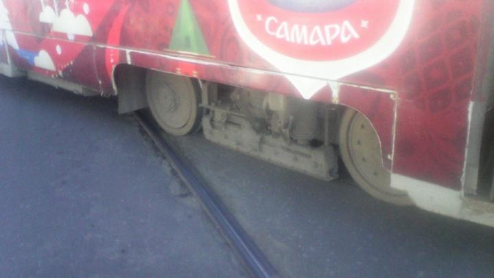 В Самаре в районе площади Кирова трамвай сошел с рельсов