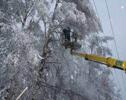 Ярославские энергетики ликвидируют последствия второй волны стихии