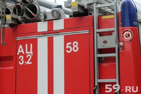 Пожарные тушили пламя полчаса