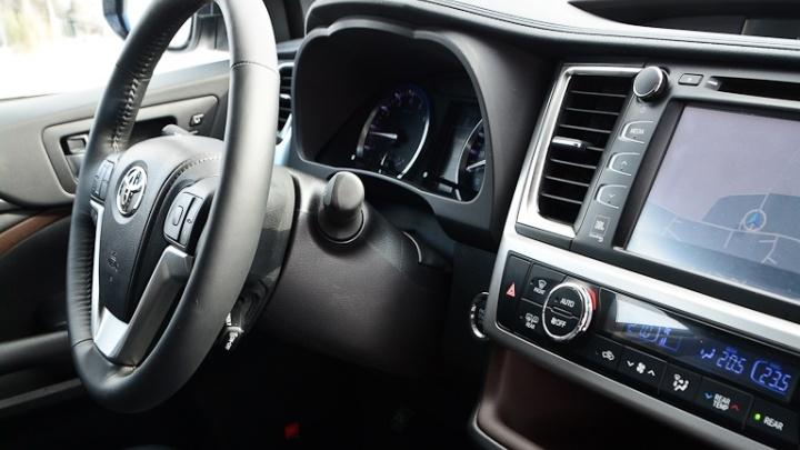Угнать за 15 минут: у челябинского коммерсанта украли новый внедорожник Land Cruiser