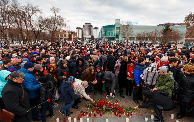 На митинг против террора пришли больше тысячи тюменцев
