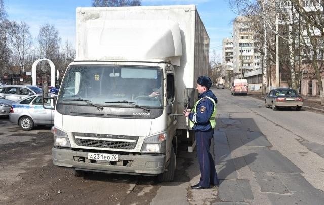 Водителей большегрузов оштрафуют за езду по Ярославлю