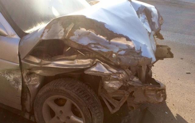 В Ростовской области иномарка врезалась в дерево: пострадал подросток