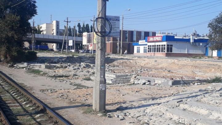 На месте снесенных киосков на улице Землячки остались бесформенные руины