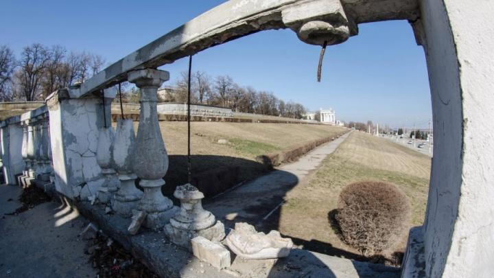 Ремонт разрушенной ротонды на набережной Волгограда отложили до лучших времен