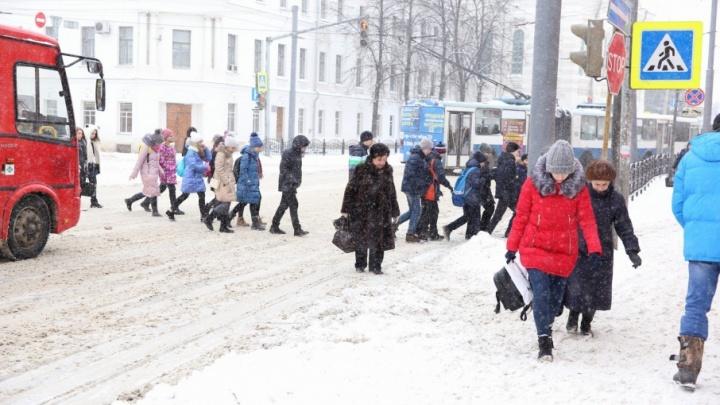 ДТП и пробки: последствия снегопада в Ярославле в режиме онлайн