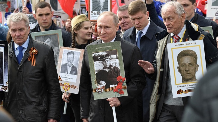 Тюменец прошелся рядом с Путиным в «Бессмертном полку»