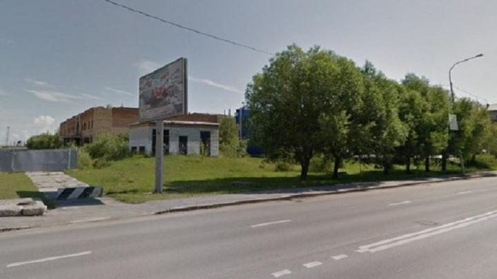 Доступ к опасной стройке на Войновке закрыли, а само здание выставили на продажу