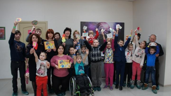 Инспекторы ростовского полка ДПС поздравили особенных детей с Международным Днем инвалидов