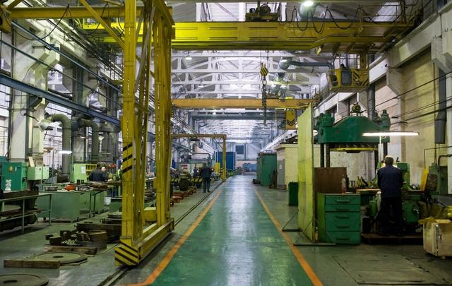 Банда рабочих обворовала родной завод на сотни тысяч рублей