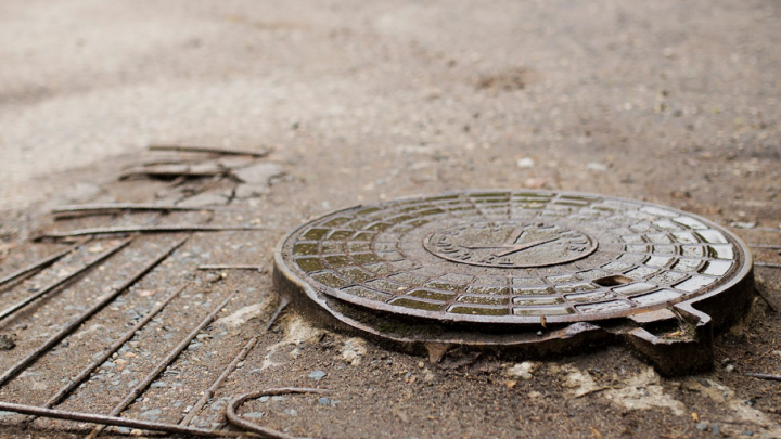 В Ярославской области воспитательница детского садика провалилась в канализацию и захлебнулась