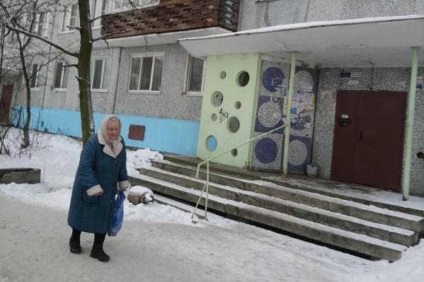 Жильцы дома 7 на улице Полины Осипенко могли бы получить новые лифты еще в декабре