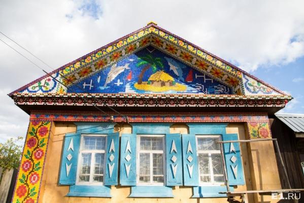 Мы искали этот разноцветный дом, а нашли другой — ещё краше