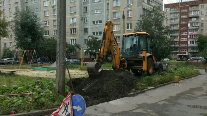 Парковка vs детская площадка: судьба двора рассорила жителей челябинской многоэтажки