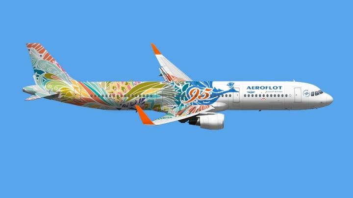 Волгоградец украсил самолет сказочной жар-птицей