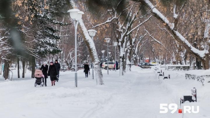 Пермь завалило снегом в первый рабочий день 2018 года: публикуем фоторепортаж с улиц города