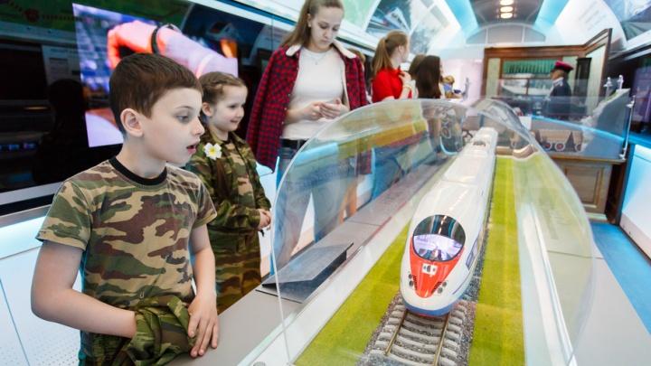 Первый паровоз, тренажеры и нанотехнологии: в Волгоград прибыл поезд-музей РЖД