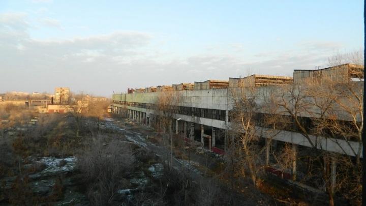 Разбитый и разграбленный цех тракторного завода Волгограда сняли на видео