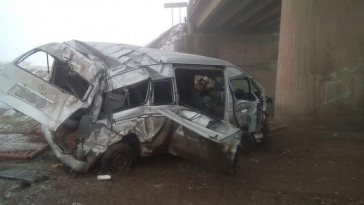В Башкирии микроавтобус  улетел с 9-метрового моста