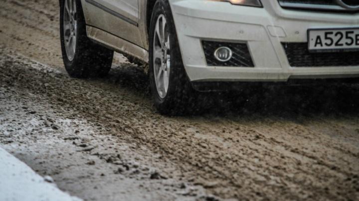 Подвела дорога: на Дону угонщик на похищенном автомобиле устроил аварию